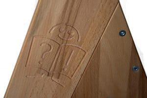 Деталь деревянной парты