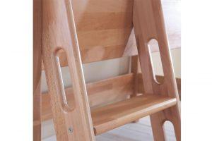 Детская кровать и её лестница