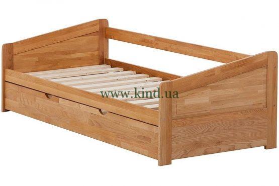 Деревяная кровать с двумя спальными местами