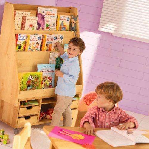Витрина в интерьере детского садика